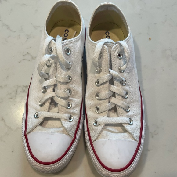Slightly worn Men's converse 8.5